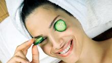 Освежете кожата с краставици и сметана
