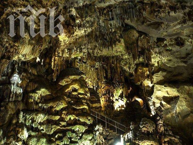"""Ясновидци: Извънземни разцепили пещерата """"Леденика"""", търсели космически кораб"""