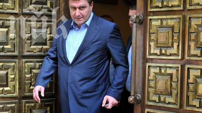 Вальо Златев търси помощ от Орешарски