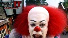 Клоун изля кофа с изпражнения върху рожденичка