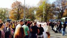 Студенти от НХА блокираха улицата пред Софийския университет