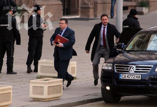 Сотир Цацаров калесва висш прокурор за стола на Бойко Найденов