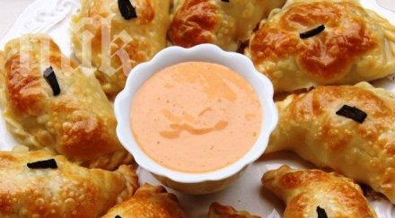 Банички със сирене и печени чушки (стъпка по стъпка)