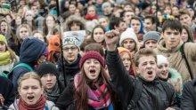Протести пред пет телевизионни канала се провеждат в Киев