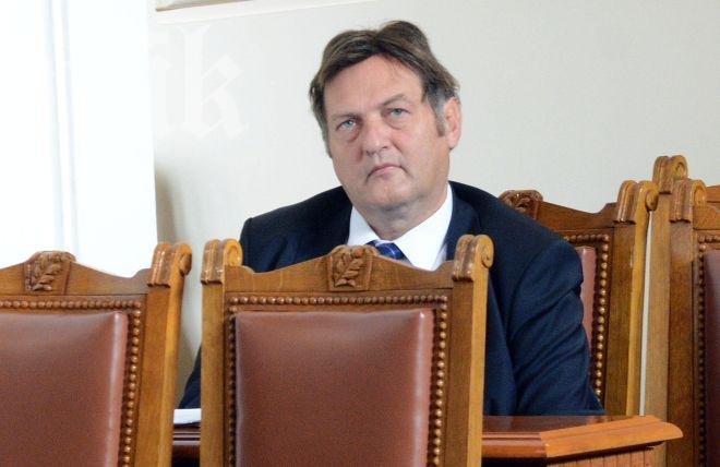 Министър Данов назначил агент на ДС – кредитен милионер за главен секретар на ведомството си