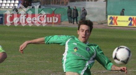 Том (Томск) изхвърли български защитник