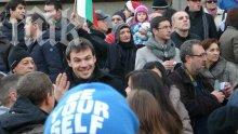 Протестиращите вече са 3000! Освиркват правителството, искат главата на Орешарски (обновена)