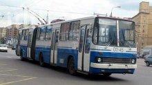 Аварирал тролей блокира трафика в центъра на София
