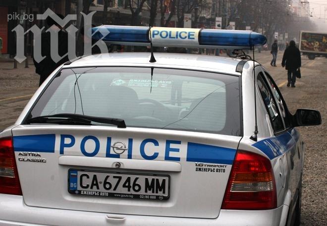 b944d39cc87 Полицаи иззеха маркови дрехи-ментета в Ихтиман - Информационна...
