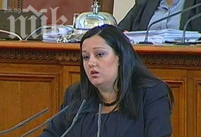 Лиляна Павлова хвана в крачка министър Данов, не вършил никаква работа