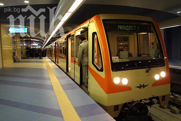 Полицията проверява съмнителен багаж в метрото