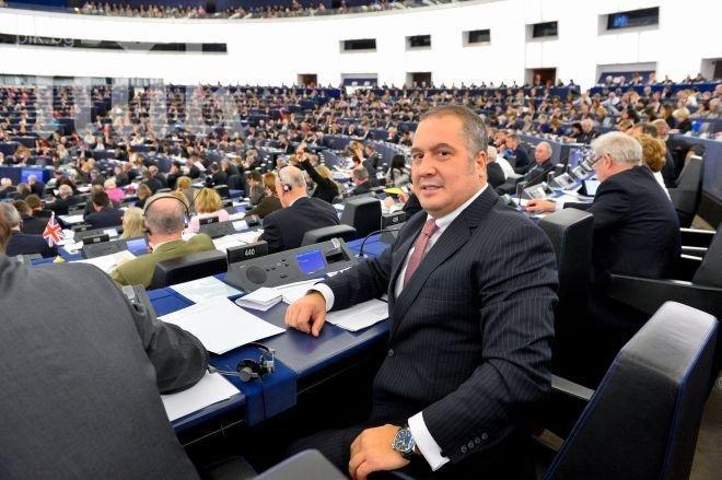 Слави Бинев иска наблюдателна мисия на ЕС за изборите в Турция, обясниха му, че без покана не може