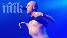 Фенка на Витков заголи цици на концерт (снимка и видео 18+)