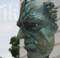 Откриват бронзовата глава на Борис Христов пред Дома на културата в Пловдив