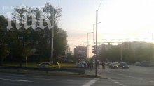 """Ексклузивно в ПИК! Полицай загина в брутална катастрофа между патрулка и такси на бул. """"Сливница"""" в София! Шосето потъна в кръв!"""