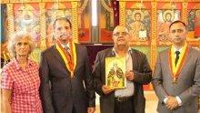 Дядо Галактион освети четвъртата черква, вдигната с дарения на братя Диневи