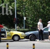 Тежка катастрофа в Пловдив! Форд мина на червено, блъсна такси и БМВ