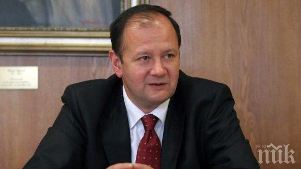 Михаил Миков събра в кабинета си министрите на Орешарски, премиерът го няма
