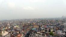 Десет загинали под срутена сграда в Делхи