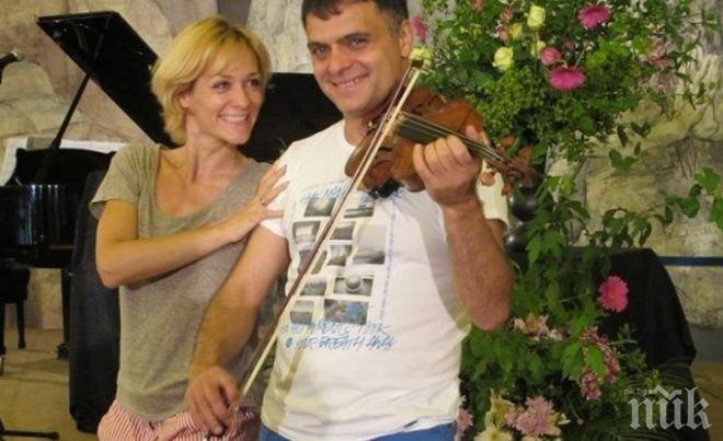 Албена Денкова неразделна с Васко Василев - чатят и по скайп