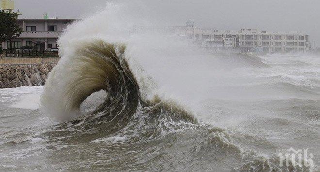 Тропическа буря връхлетя Карибите