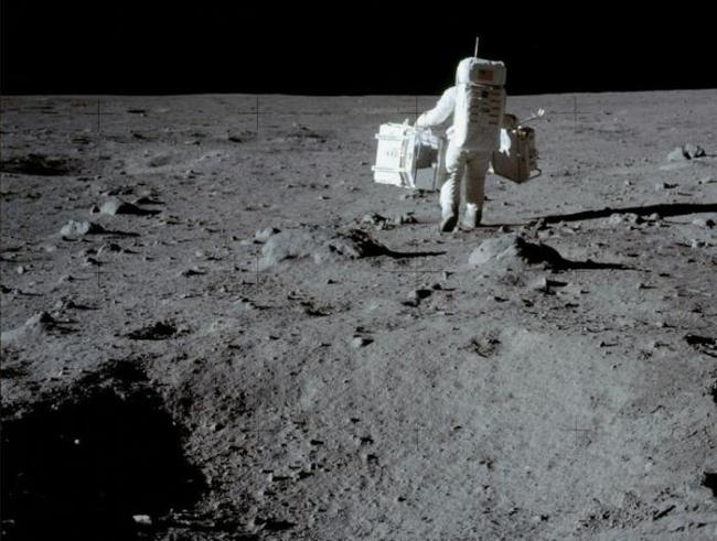 САЩ планирали да взривят Луната