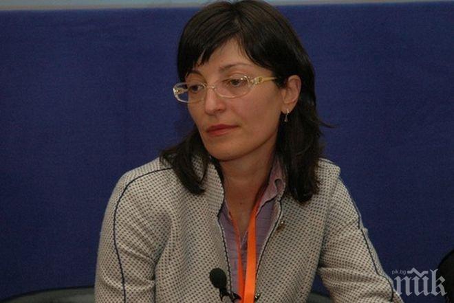Министър Захариева обеща да работи за облекчаване на бизнес средата
