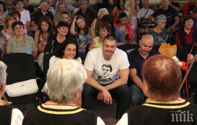 Бареков: Обидно е нация на 13 века да има политици като Бойко Борисов
