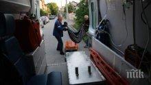 Скандално! Линейки си прехвърлят пациенти насред пътя
