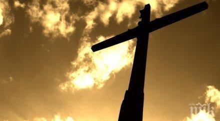 двуметров кръст дариха румънци църква русе