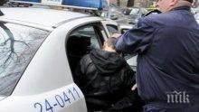 Полицаи в гонка с автоджамбази, надупчват с пистолет гумите на варненски голф на входа на Бургас