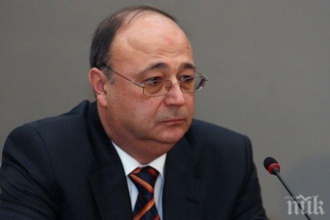 Заплатата на Сертов като експерт по сигурността била 3 бона