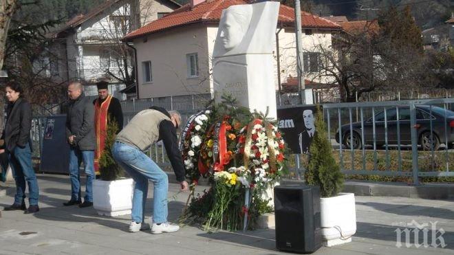 В Пасарел откриха паметник на великия български летец Димитър Списаревски (обновена и снимки)