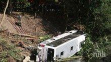 Катастрофира училищен автобус с 40 деца