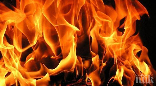 Извънредно! Огнен ад във Варна! Пет автомобила пламнаха в една нощ