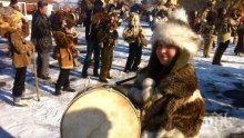 """Кукери, мечки и дяволи на """"Сурва"""" в Перник (снимки)"""