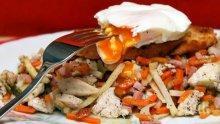 Пиле със зеленчуци и забулени яйца