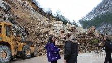 Вижте снимки от адското срутище по пътя за Смолян! Бойко Борисов: Камъните са с размерите на камион!