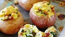 Запечени картофи с лук и бекон