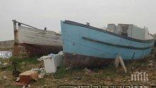 Махат старите и продънени лодки от Марината в Созопол, искат да правят Рибен пазар (снимки)