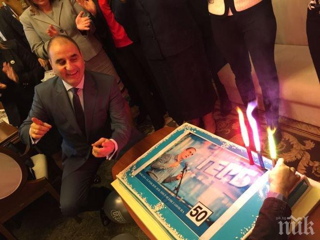 Първо в ПИК! Депутатки скроиха жестока изненада за Цветан Цветанов за 50-годишнината му! (снимки)
