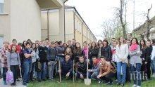 Априловската гимназия се сдоби с капсула на времето (снимки)