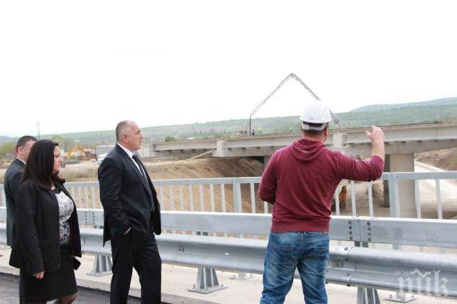 Първо в ПИК! Борисов и Павлова инспектираха изненадващо строежа на важен пътен възел! Ето какво завариха (снимки)
