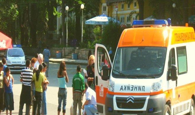 Ужас на пътя край Добрич! Трима са тежко ранени при зверски сблъсък между микробус с пътници и камион
