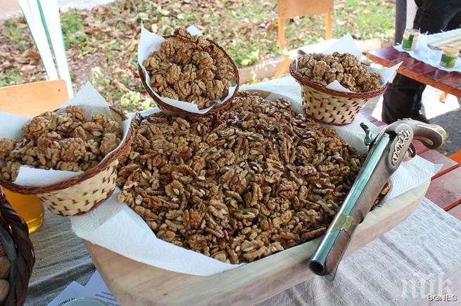 Орехите забавят растежа на раковите клетки