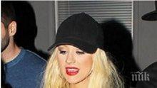 Агилера се подиграва с Бритни Спиърс, Лейди Гага и Майли Сайръс