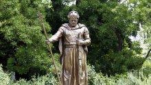 Появи се първият виц за паметника на цар Самуил