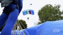 Британски парашутист спаси свой колега по време на скокове