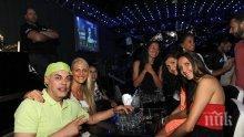 """Националките по волейбол на лудо парти в """"Клуб 33""""! Красавиците очаровани от легендата Теди Джорджо"""