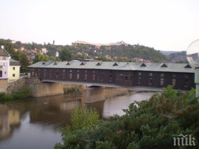 Гаврят се с моста на Колю Фичето